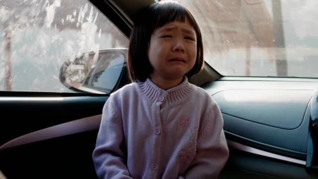 車の中のアジアの女の子 - 小さい点の映像素材/bロール