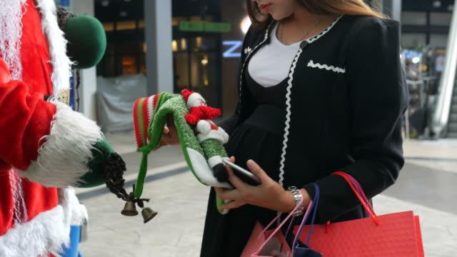 Asiengeschäft schwanger shopping Christmas ornament