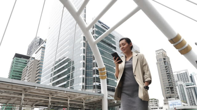 asian businesswoman using smart phone - taiwan stock videos & royalty-free footage