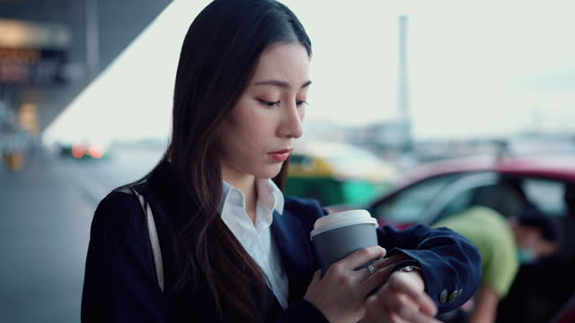asian businesswoman waiting for uber taxi in rush at the city street - waiting stock videos & royalty-free footage