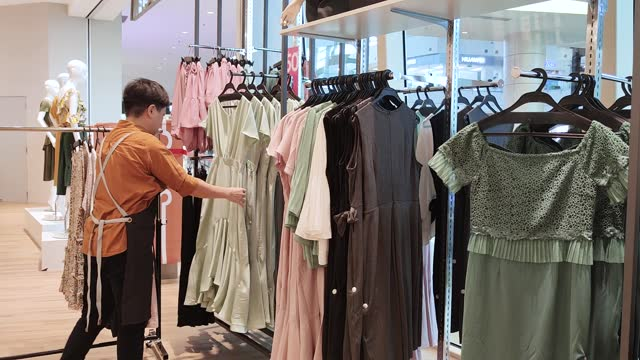 vídeos de stock e filmes b-roll de asian chinese female boutique shop clothing store owner working arranging clothing - one mature woman only