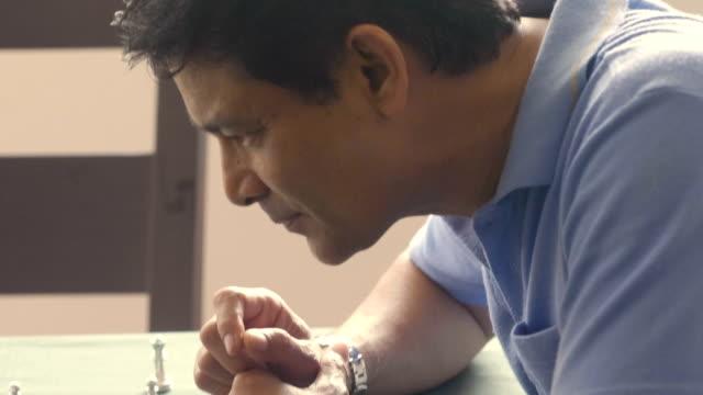asiatiska par spela schack - cerebellum bildbanksvideor och videomaterial från bakom kulisserna