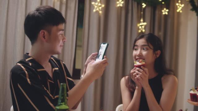vídeos de stock, filmes e b-roll de festa de aniversário da família asiática. - adolescentes meninas
