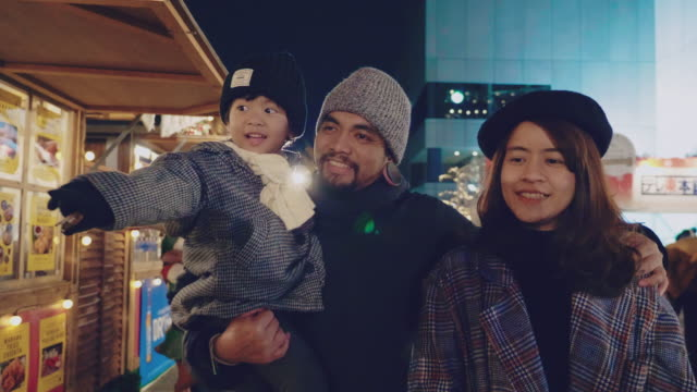 asian family having fun in the city during holidays - east asian ethnicity stock videos & royalty-free footage