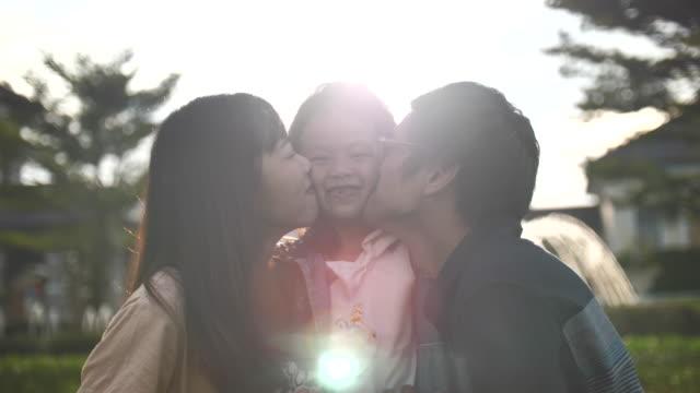 asiatiska familj kysser barn - 10 seconds or greater bildbanksvideor och videomaterial från bakom kulisserna