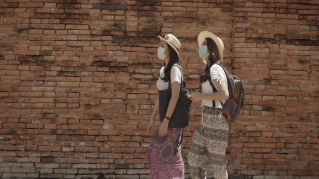 vídeos y material grabado en eventos de stock de viaje femenino asiático en el parque nacional de historia. - articulación humana