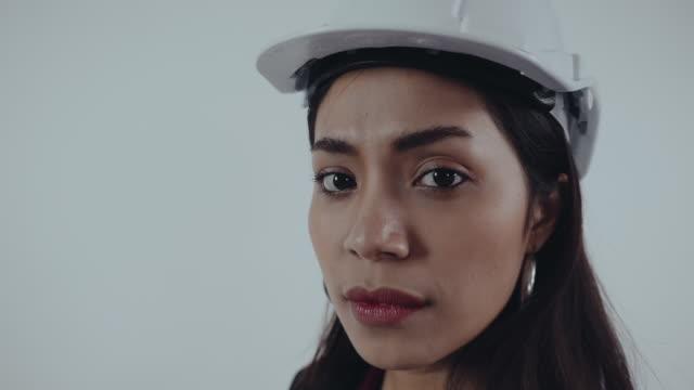 stockvideo's en b-roll-footage met aziatische vrouwelijke arbeider - hoofddeksel