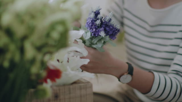asian florists arranging bouquets in flower shop - arranging stock videos and b-roll footage