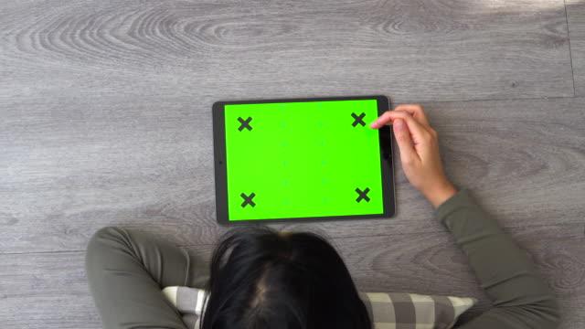 stockvideo's en b-roll-footage met aziatisch meisje, tiener, tiener, jonge vrouw, computer, ipad, digitale tablet - chinese ethnicity