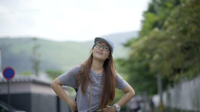 Aziatische Japanse vrouw Reizen Toerisme Wandelen op Japan Street.