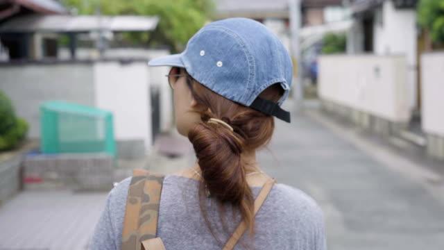 Aziatische Japanse vrouw Reizen Toerisme Wandelen op straat, Jpan