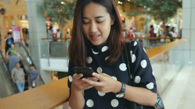 Asiatischer Lebensstil: Einkaufen und Arbeiten