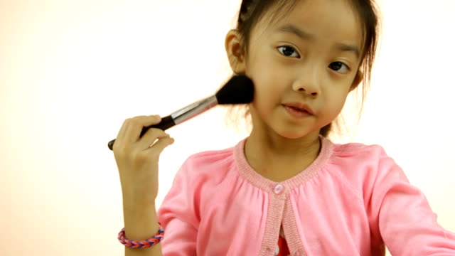 Asian little girl with a brush Make-up