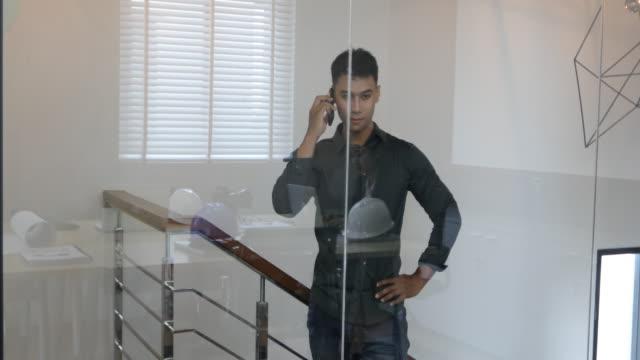 asian male engineer is talking outside the conference room - abbigliamento da lavoro formale video stock e b–roll