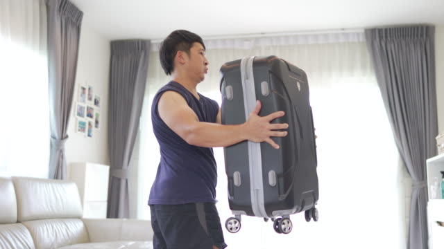 asian man lifting luggage for homemade barbell weight training. - fatto in casa video stock e b–roll