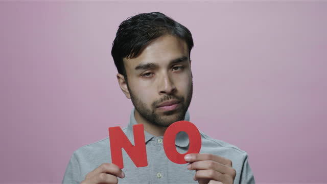 asian man showing no sign, pink background - 断る点の映像素材/bロール