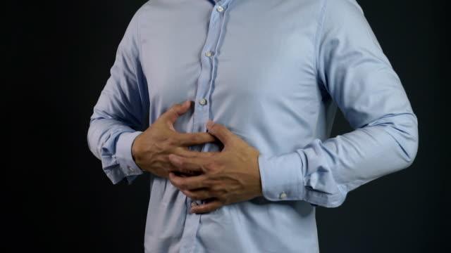 アジア人男性腹痛 - 人間の消化器官点の映像素材/bロール