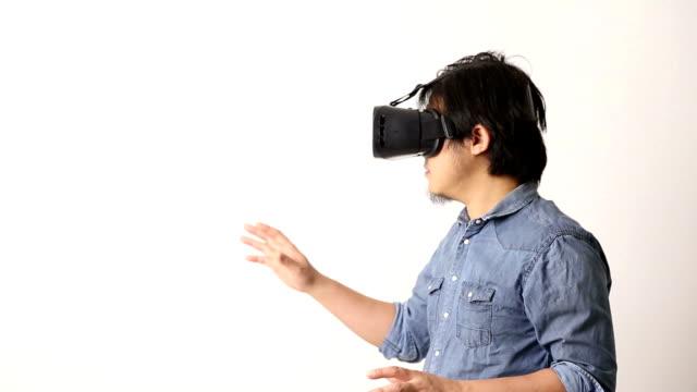 asiatischen mann - schutzbrille freisteller stock-videos und b-roll-filmmaterial
