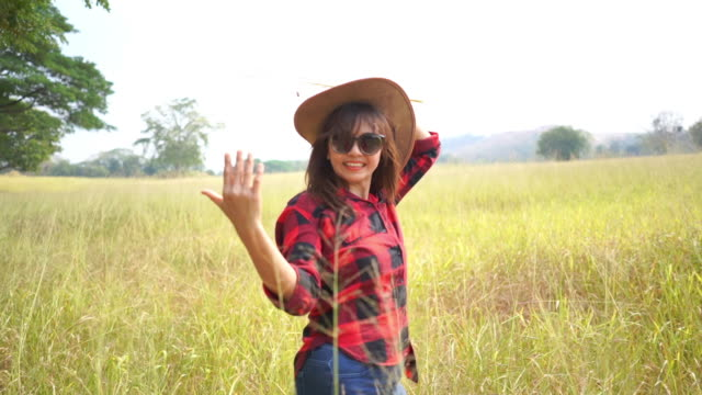 asian mature woman in field ,  alternative lifestyle , follow me concept , beckoning gesturing - beckoning stock videos & royalty-free footage