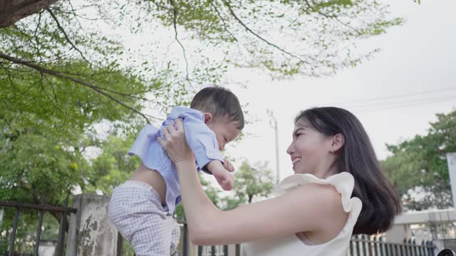 asian mother and baby (6-11 months) boy in park - 6 11 months stock videos & royalty-free footage