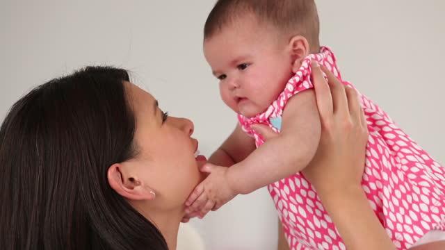 stockvideo's en b-roll-footage met asian mother picking up infant - eskimokus geven