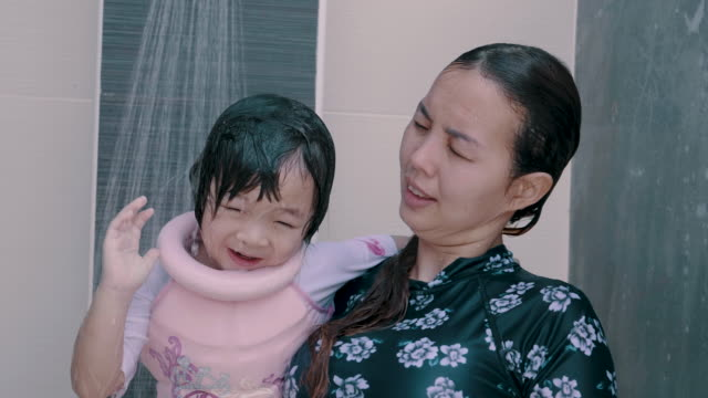 asian mother teaching daughter to swimming in pool - arm band stock videos & royalty-free footage