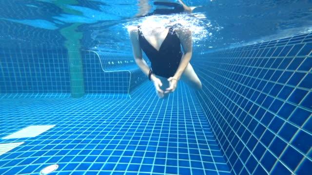 vídeos y material grabado en eventos de stock de asiatico, natación estilo libre de la felicidad - gorro de baño