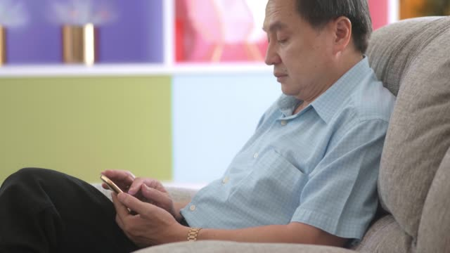 asian retired man and smartphone - sad old asian man stock videos & royalty-free footage