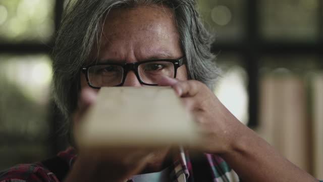 vidéos et rushes de charpentier supérieur asiatique - exactitude