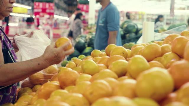 vídeos y material grabado en eventos de stock de asia compras senior - orgánico