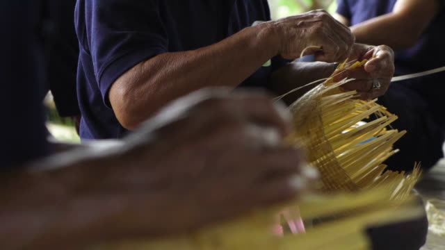 asian senior hand craft making, hands weaving bamboo basket, concept : handmade, traditional. - intrecciare cestini video stock e b–roll