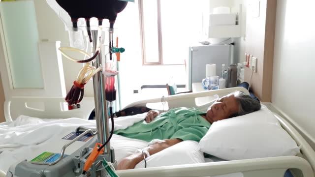 アジアのシニア女性で a 病院 - 老化点の映像素材/bロール