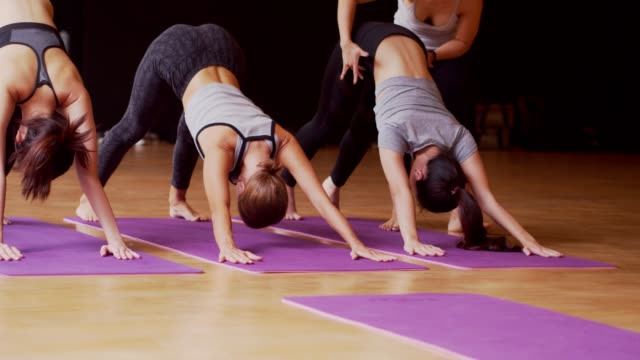 vídeos de stock e filmes b-roll de asian sport woman and caucasian white training yoga in yoga studio coaching by trainer,open light from nature.healthy,city life style concept.slow motion footage. - esticar