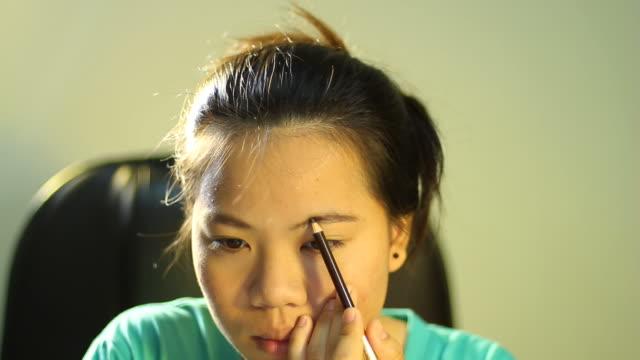Asian teenage girl eyebrow