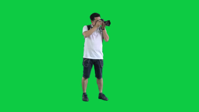asian tourist man on green screen ,4k footage with alpha chanel.codeck-png+alpha. - chroma key video stock e b–roll