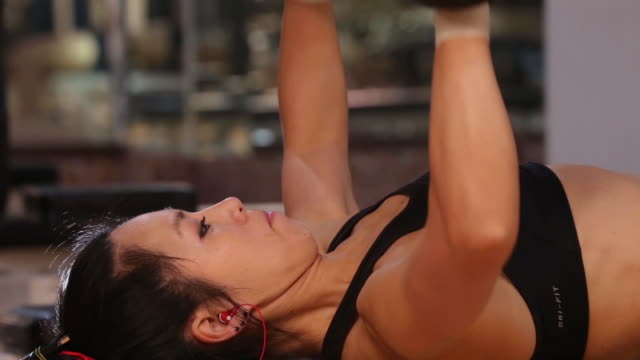 a asian woman body builder doing weight trainning at the gym - weight training stock videos & royalty-free footage