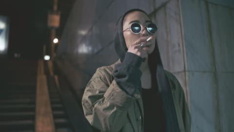 vídeos y material grabado en eventos de stock de asian woman enjoying cigarette - resistencia