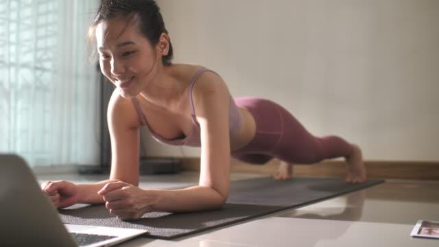 vídeos de stock e filmes b-roll de asian woman exercising at home - exercício de relaxamento