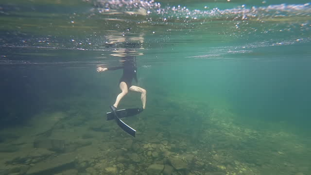 asian woman free diver in clear water. - aqualung diving equipment stock videos & royalty-free footage