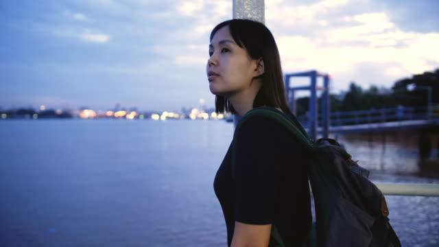 バンコク、タイでタイのタクシー ボートでアジアの女性 - フェリー船点の映像素材/bロール