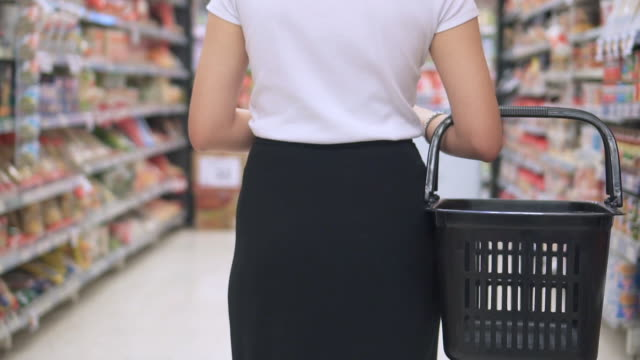 asian woman shopping in supermarket,slow motion - scaffale video stock e b–roll