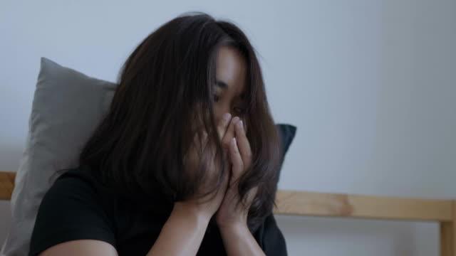 インフルエンザに苦しむアジアの女性
