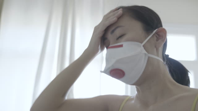 asian woman with face mask protection of coronavirus covid-19 in quarantine - citochinesi video stock e b–roll