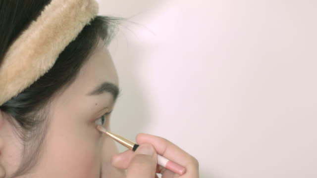 Asian women make up by her self