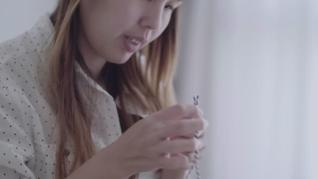 vídeos de stock e filmes b-roll de cu : asian women working from home - arquiteta