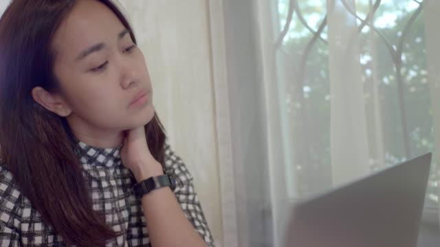asian women working on laptop - dizzy stock videos & royalty-free footage