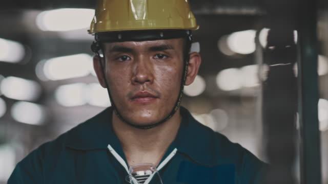 vídeos de stock e filmes b-roll de asian worker - trabalhador de armazém