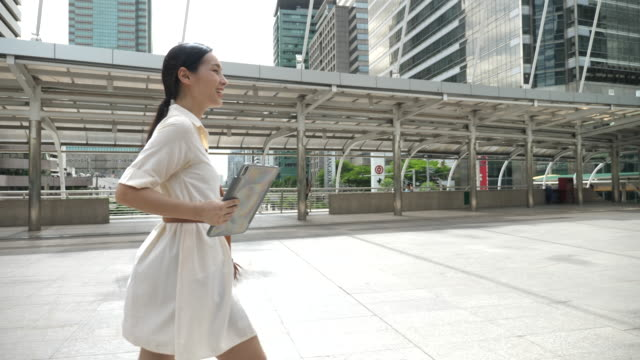 slow motion asian young businesswoman walking - electronic organiser stock videos & royalty-free footage