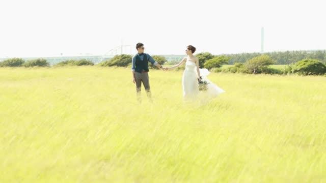 アジアの若いカップルの結婚式 - ウェディングドレス点の映像素材/bロール