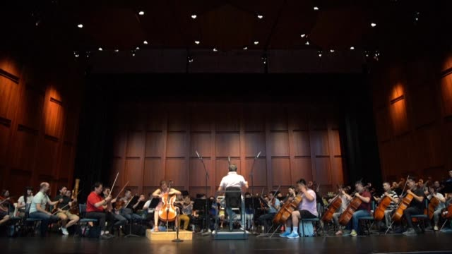 asia's oldest orchestra the shanghai symphony orchestra holds a rehearsal ahead of their debut on the outskirts of the us capital performing a piece... - sergei rachmaninoff stock videos & royalty-free footage
